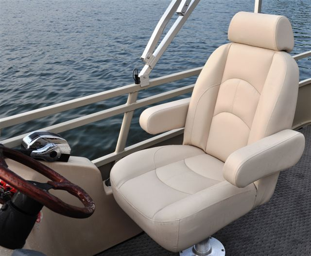 New 2012 Bentley Pontoon Boats 203 Cruise Pontoon Boat Captains Chair. Comfy!