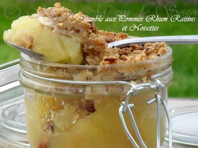 Vous ne résisterez pas à cette association de saveurs ! - Recette Dessert : Crumble aux pommes, rhum, raisins, noisettes par Soso78410