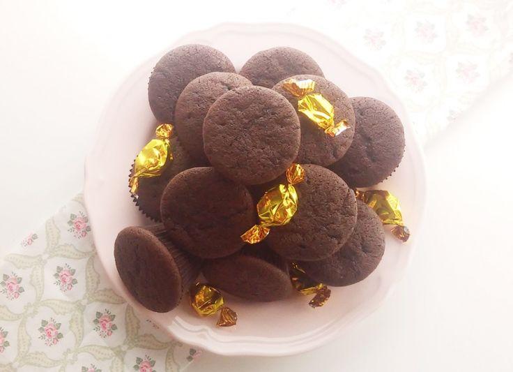 Duidelijk recept voor ongelofelijk smeuige chocolade cupcakes, met in elke cupcake een lekkere Eclairs toffee.