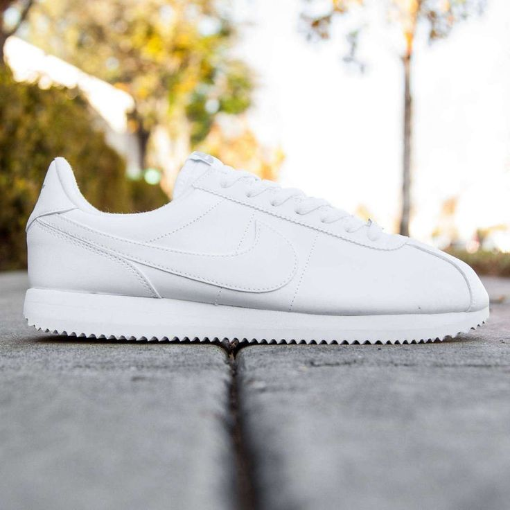 Nike Men Cortez Basic Leather (white / wolf grey / metallic silver)
