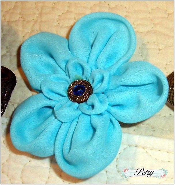 Broche flor tela.  www.petry.es