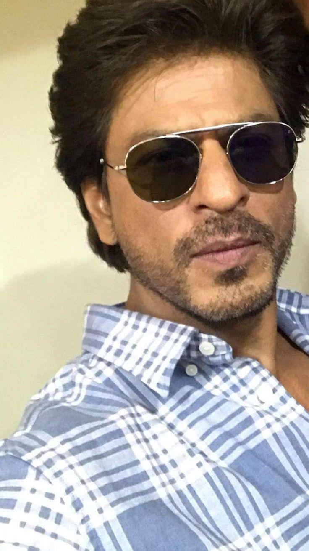 Pin by SRK 🌟 on SRK Selfies in 2020 Shahrukh khan