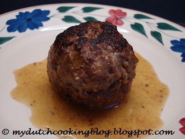 Gehaktballen met jus (Dutch Meatballs with gravy)