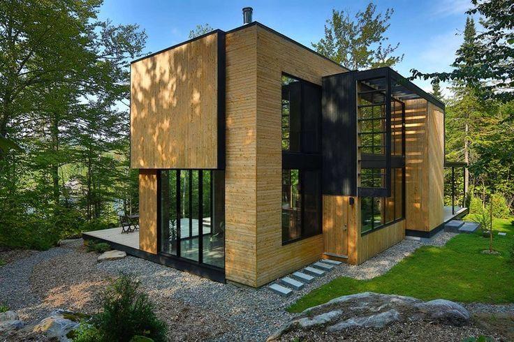 Maison bois contemporaine cachée dans les arbres de la forêt ...