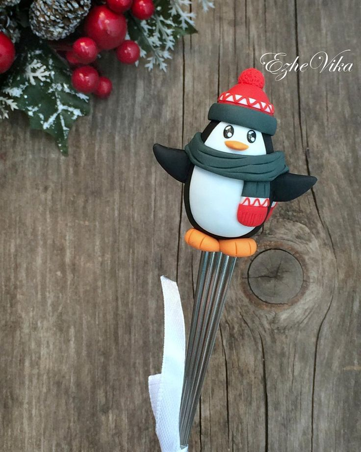 «Пингвинчик на чайной ложке. #полимернаяглина #вкусныеложки #пингвин #подарокребёнку #polimerclay #handmade #ручнаяработа #ezhevika_lyu #липецк»
