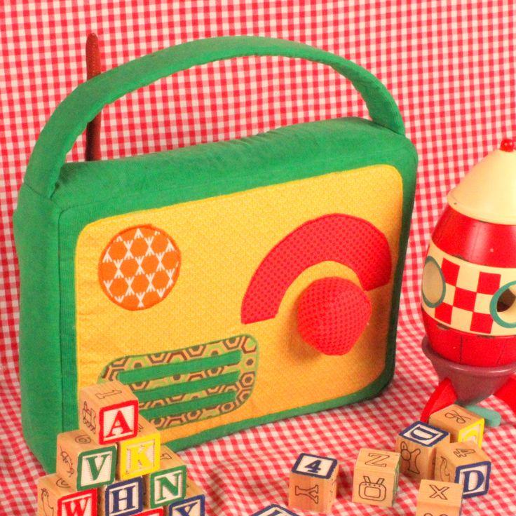 pdf naaipatroon retro radio /  naaipatroon voor...  - https://www.atelierparlee.be/product/pdf-naaipatroon-retro-radio-naaipatroon-jongens-naaipatroon-speelgoed-vintage-naaipatronen-jongensspeelgoed-retro-speelgoed-retro-naaipatroon-jongens-en-meisjes/