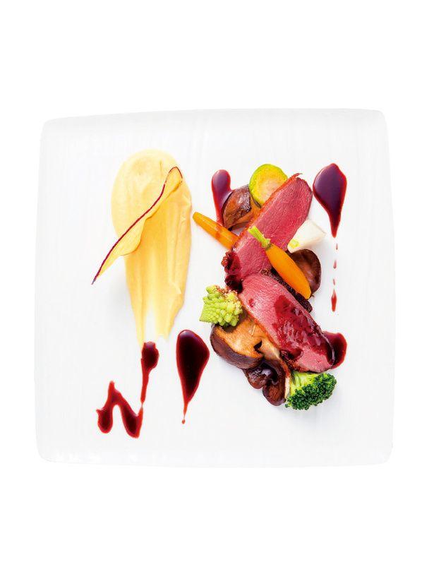 『シャングリ・ラ ホテル 東京』 鴨胸肉の ロースト  薩摩芋のマッシュ  茸のソテーと 季節野菜  赤ワインと フォアグラの ソース