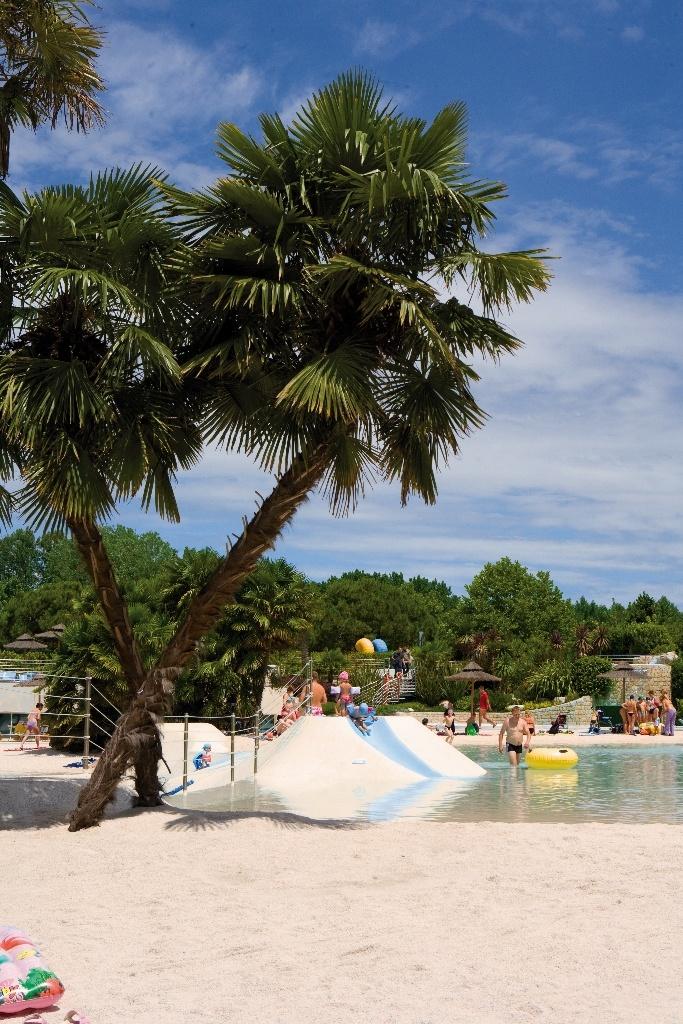 Tropical setting: Aqua Park Laguna #acquapark #camping #fun #kids #summer #waterslide