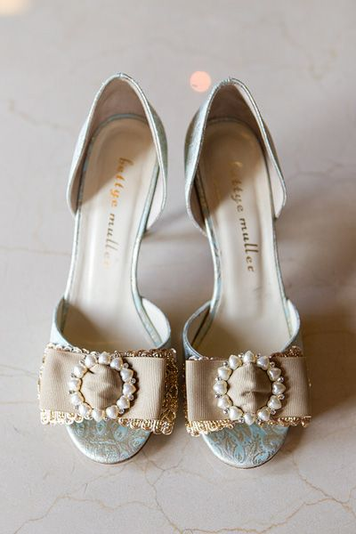 Open Toe Bridal Shoes With Pearl Brooches