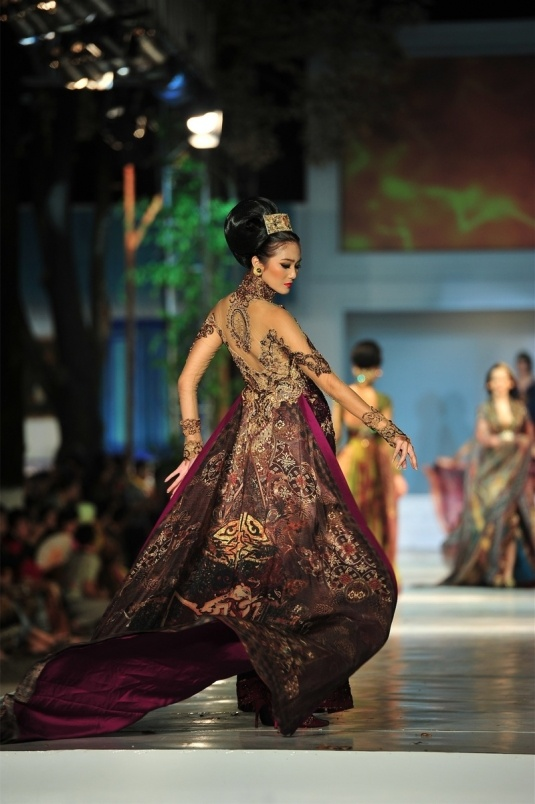 Anne Avantie's kebaya. A Kebaya is a traditional blouse-dress combination that originates from Indonesia and worn by women in Indonesia, Malaysia, Brunei, Burma, Singapore, southern Thailand.