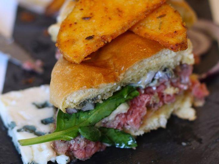 Le menu McAdo (burger roquefort + potatoes) sur place ou à emporter