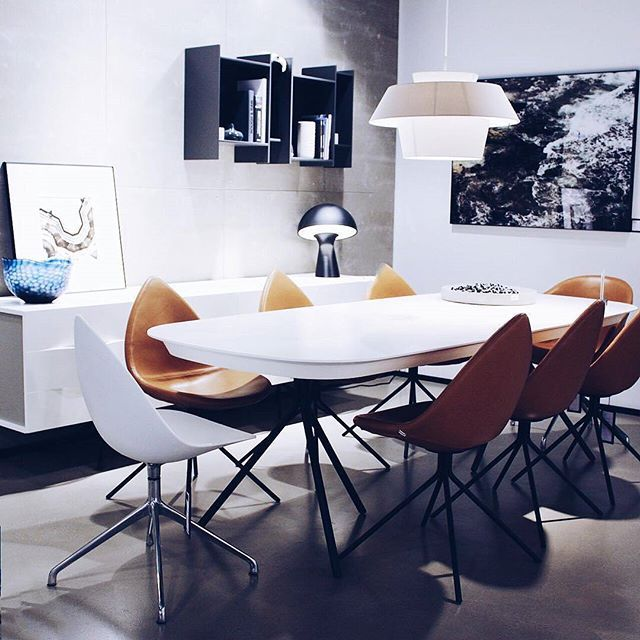 A very beautiful shot of Ottawa table and chairs #BoConcept #diningtable #diningchair #diningroom #diningfurniture #interiordesign