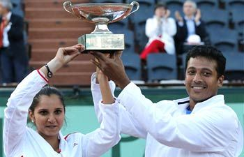 Sania Mirza and Mahesh Bhupathi win French Open mixed doubles title