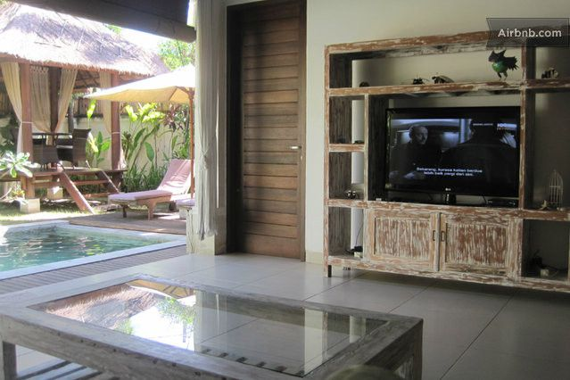Nice big coffee table with WI FI and plasma tv great for lounging around after hard day.