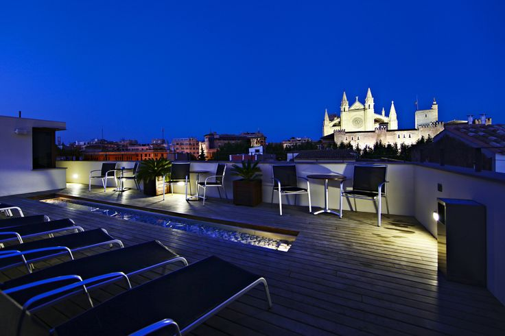 Hotel Tres | Boutiquehotel | Spain | http://lifestylehotels.net/en/hotel-tres | An outside view of the hotel at night.