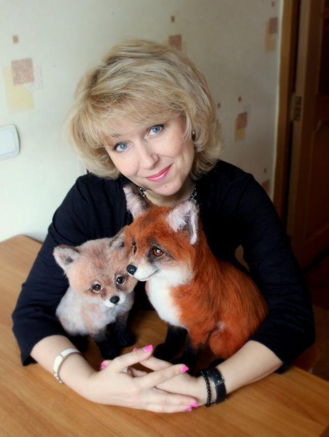 "Чудо из ничего - ""Аксинья"" и ""Пухоня"" Dry Needle Felted Foxes. How Awesome is this Artist?!"