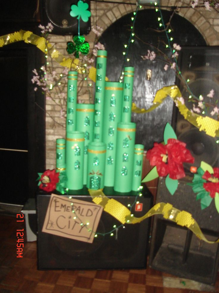wizard of oz party - emerald city made out of carpet tubes wrapped in green paper- yellow brick road- yellow mesh ribbon with yellow copy paper bricks stapled on- tissue paper poppies