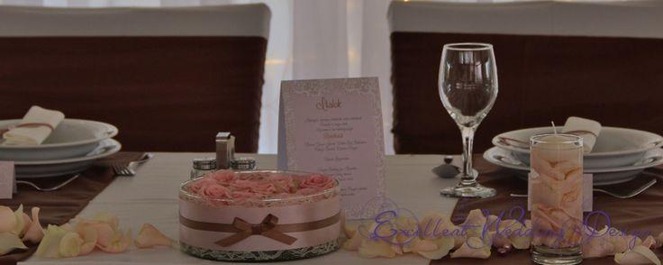 Rózsaszín esküvői dekoráció-asztal dekoráció