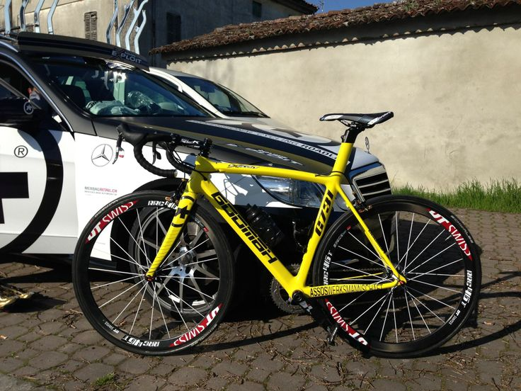 GOOMAH G731 in Lambo yellow for our leader Luca.  #Goomah #roadbike #cycling #procycling