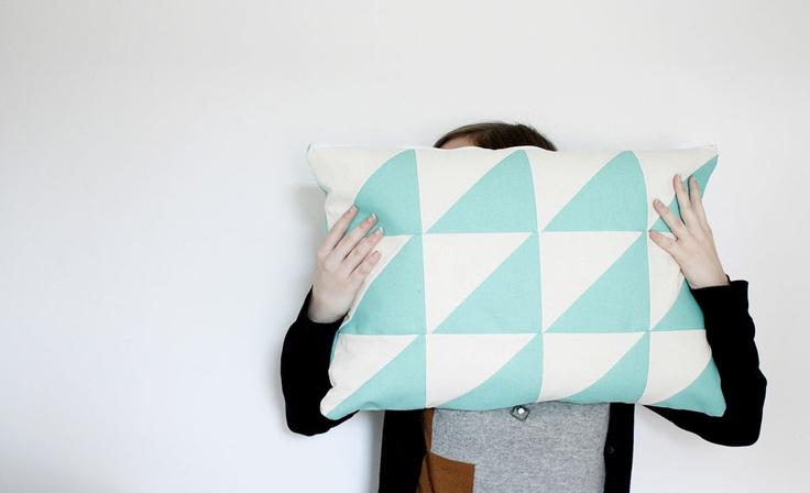 Polhoo Design - Créateur de coussin et toutes sortes d'accessoires et décorations textiles. Retrouvez-nous sur facebook : https://www.facebook.com/polhoodesign
