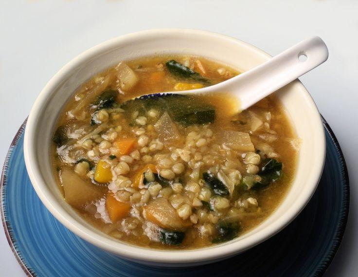 Minestra di grano saraceno con zucca, cavolo nero e miso.