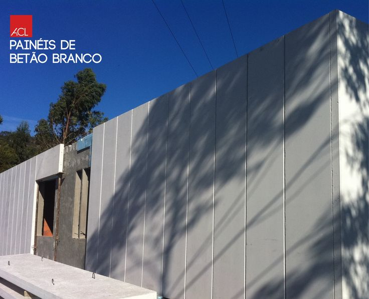 Os Painéis de betão branco são um óptimo cartão de visita para a sua casa! Veja como ficou! Esposende Painéis em betão Branco -- The white concrete panels are a great welcome card for your home! Take a look! Esposende White concrete panels  #acl #acimenteiradolouro #aclouro #paineisdebetao #betao #arquitectura #concretepanels #panels #architecture #architektur