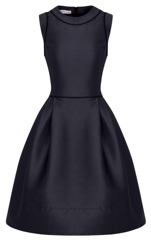 Sehr glattes, schon fast architektonisch anmutendes Kleid. Festeren Stoff nehmen!