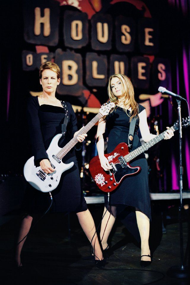 Jaimie Lee Curtis and Lindsay Lohan in Freaky Friday (2003). One of my all-time favorite  movies.