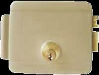 Seguridad y comodidad, apertura de la puerta con pulsador, si no hay energia se utiliza llave para el acceso