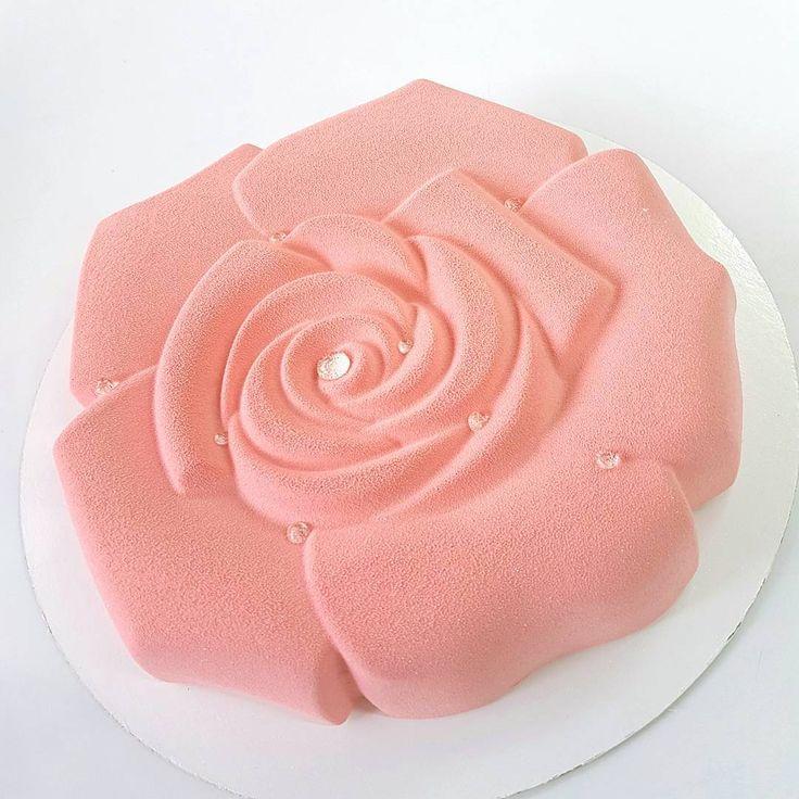 Торт Либре - фисташковый бисквит Джоконда, начинка из садовой клубники и лесной…