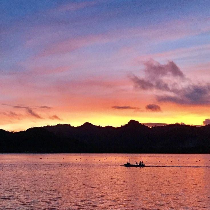 "📷 @pisaneswiatlem.pl  '""Mehr Licht"" Asahan Gili Indonesia 2017 (c) pisaneswiatlem.pl  #MobilePhotoTrip_Torun #MPT_BlackID_Torun #mobileapps #mobile @mobilephototrip @mobilephotoawards @mobilephotonetwork @mobilecameraclub @youmobile @grupamobilni #mobilnytydzien #light #lights @baczynskijakub #asia #indonesia #indonesian #fishing #instagoodmyphoto #igers #iphone #photography #photographysouls #wiecejswiatla #sunset' #regram #giliasahan #lombok #sunset #nofilter"