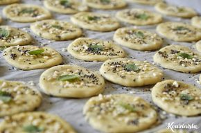 Σπιτικά κράκερ με μυρωδικά / Homemade crackers with herbs