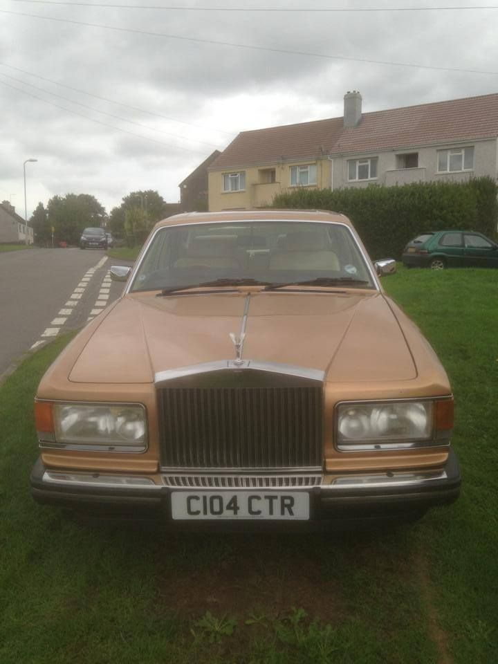 A complimentary bottle of champagne is also included with the Rolls Royce Silver Shadow II and Silver Spirit.