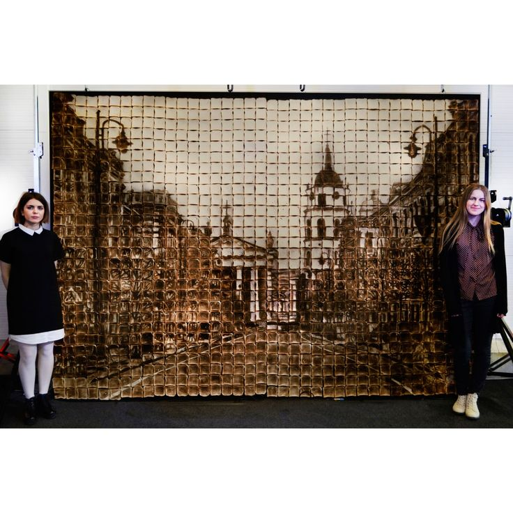 When this artist was asked to create a piece to celebrate the opening of a bread factory, she went above and beyond the call of duty. Jolita Vaitkute, a 20-year-old artist from Lithuania with a background in food art, turned 1,000 slices of bread into a massive drawing of her hometown, Vilnius.