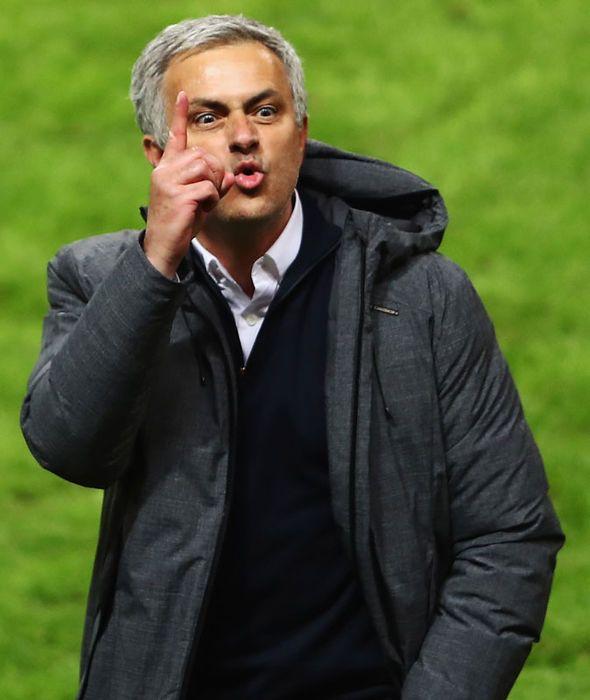 Man Utd transfer news: Jose Mourinho has to strengthen his squad - Phil Neville - http://buzznews.co.uk/man-utd-transfer-news-jose-mourinho-has-to-strengthen-his-squad-phil-neville -
