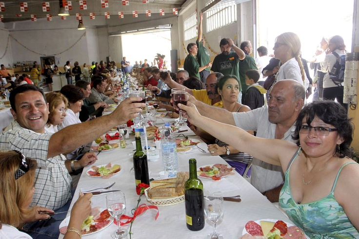 En nuestro país se inicia la imitación del movimiento en el pueblo aragonés de Pla en 1985 y se va haciendo hábito unos años más tarde en cantidad de pequeños pueblos, como Encinasola (Huelva) o la comarca asturiana del Tineo. En la imagen difundida por la Agencia EFE, la Caravana llega a Polentinos (Palencia)