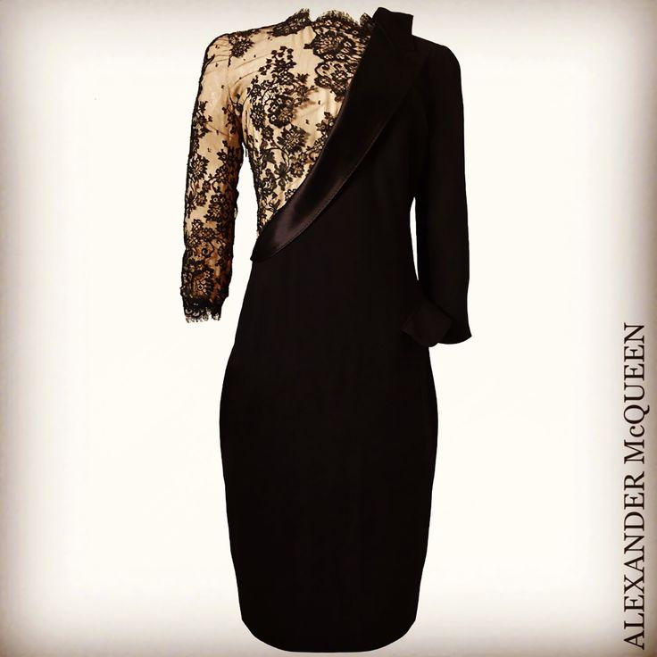 Alexander McQueen  レンタルドレス ㅤㅤ Size IT42 レンタル価格 19,500- (クリーニング代+安心保険込) ㅤㅤ マックイーンらしいとてもカッコイイドレス✨✨ ㅤㅤ 甘く無くカッコイイドレスをお探しの方に是非お勧めしたい一着です ㅤㅤ #ジュリアンムーア #juliannemoore さんがイベントで着用されていたドレスと同じとてもレアなドレスです✨✨ ㅤ キャサリン妃が着用されたウェディングドレス、ご公務で多く着用されておりますワンピースドレスと同じブランド、アレキサンダー・マックイーンのものになります✨ ㅤㅤ