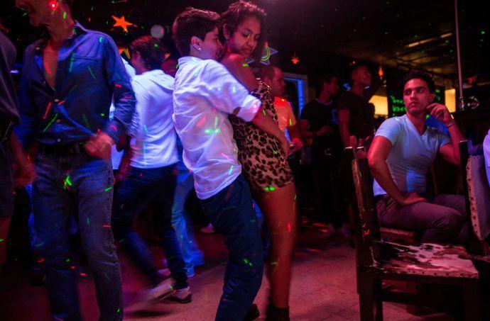 1000 id es sur le th me lesbiennes sur pinterest couples for Exterieur boite de nuit
