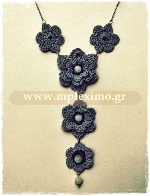 crochet flowers necklace