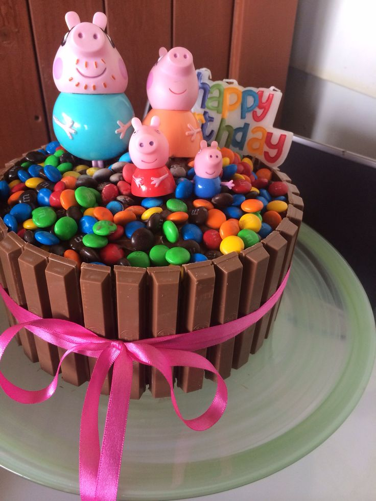 Peppa pig chocolate cake kitkat smarties m'n'ms kids birthday