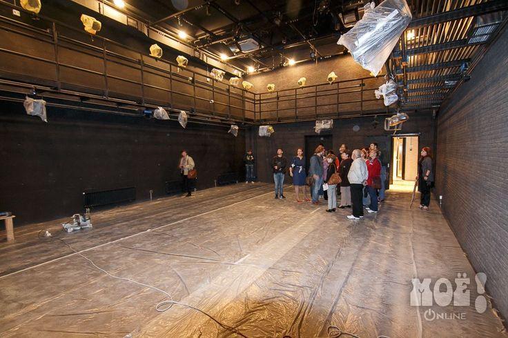 Это малый зал. В галерее будут сидеть зрители, а под ними идти спектакль  Новый камерный театр в Воронеже / New Chamber Theater in Voronezh