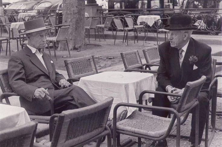 """EL FAMOSO TORERO """"EL GALLO"""" Y EL FILOSOFO Y ENSAYISTA JOSE ORTEGA Y GASSET, EN LA PLAZA DE SANTA ANA - 1955"""