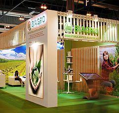 Proyectos de diseño de stands y montaje de stand para ferias. Decoración de interiores para empresas. Diseño y montaje de espacios expositivos y musegráficos.