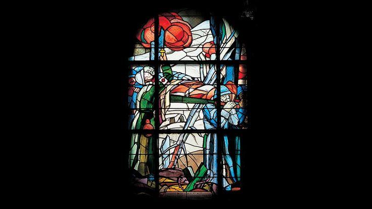 George Desvallières et Jean Hébert-Stevens. Brancardiers et Infirmiers, 1927, Vitrail. Douaumont, chapelle de l'Ossuaire