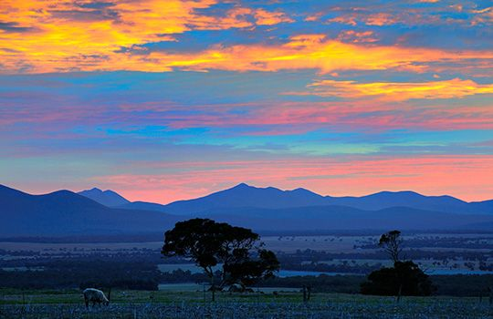 Sunrise over the Stirling Range, Western Australia, Australia (© Robert Harding World Imagery/Alamy)