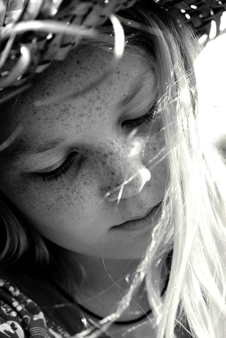 Photo by Roos Gast   #girl #meisje met #hoed #zomerhoed #zomer #summer #portrait #portret #fotografie #photography