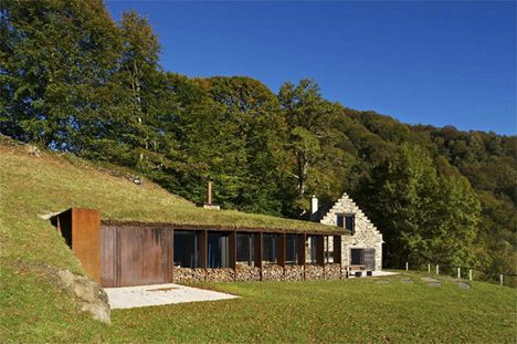 PPA Architects created a stunning modern addition to this barn conversion in Lesponne in the heart of picturesque Hautes-Pyrénées, France.