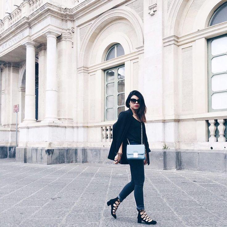 outfit-look-looks-fashion-blogger-veronica-giuffrida-italia-giacca-jeans-brunette-total-black-cappello-falda-larga-borsa-azzurra-camomilla-scarpe-nere-zara-  Instagram/Snapchat: @Veronikagi