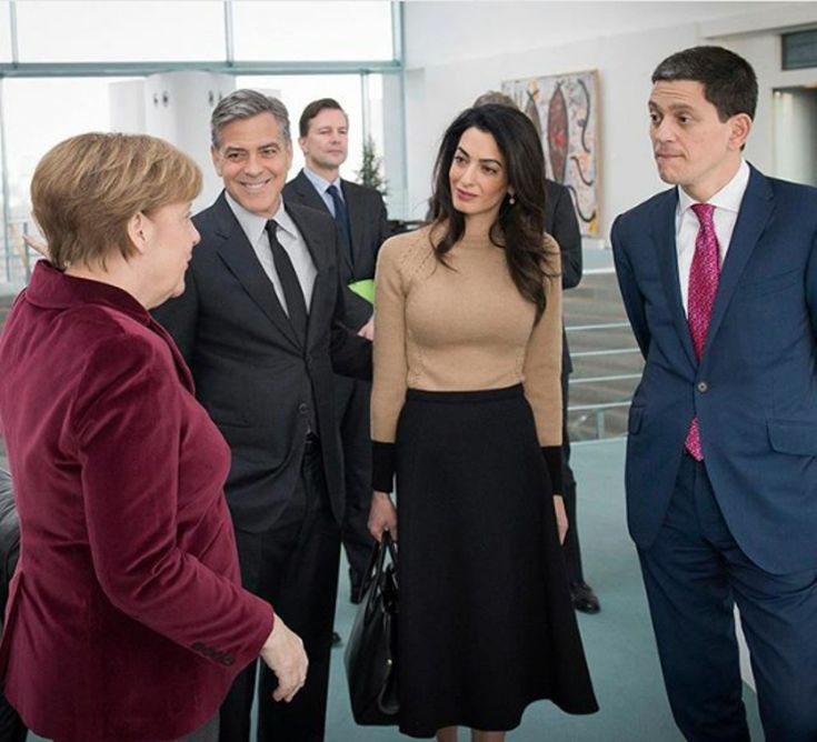 Amal Clooney in Versace and Oscar de La Renta for the meeting with Angela Merkel…