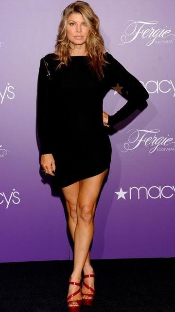 wow, fergie! pretty dress. hot heels!